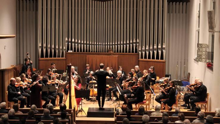 Das Stadtorchester Schlieren steht seit 2011 unter der Leitung von Hugo Bollschweiler und holte sich grossen Applaus.
