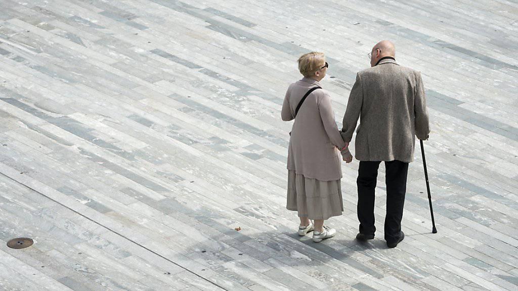 Die Schweizer Bevölkerung wird im internationalen Vergleich recht alt. Besonders hoch ist die Lebenserwartung Verheirateter. (Symbolbild)
