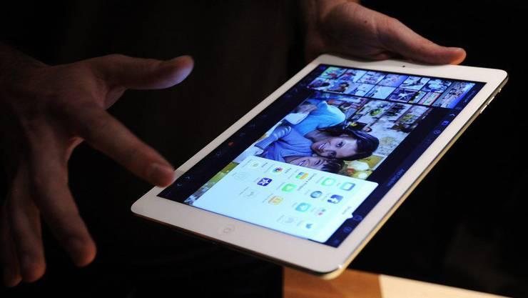 Die Täter lassen das ganze Sortiment an Tablets und Mobiltelefonen mitlaufen. (Symbolbild)