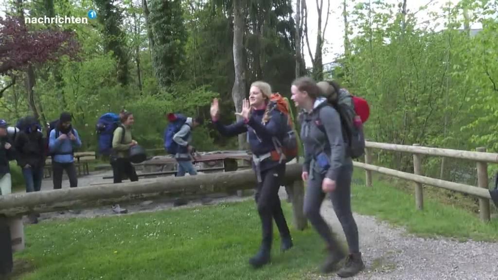 Jugendliche gehen zu Fuss von Sörenberg nach Küssnacht