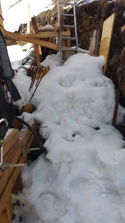 Schneeschaufeln gehört zu den Aufgaben von Jerome Bürgi. (© zVg)
