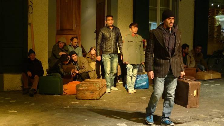 Gegenwart oder Spiel über die Vergangenheit? Flüchtlinge in der Badener Rathausgasse.