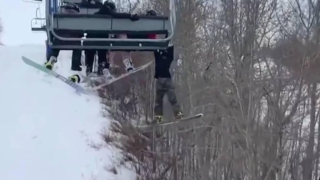 Sessellift-Horror in Kanada: 12-Jähriger baumelt zwei Minuten über Abgrund