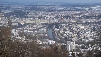 Die Stadt Bern - hier vom Berner Hausberg Gurten aus - wird Firmensitz des Nutzfahrzeug-Zulieferers Wabco Automotive. (Archivbild)