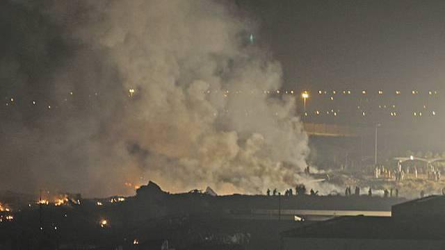 Rauch nach dem Flugzeugabsturz in Dubai