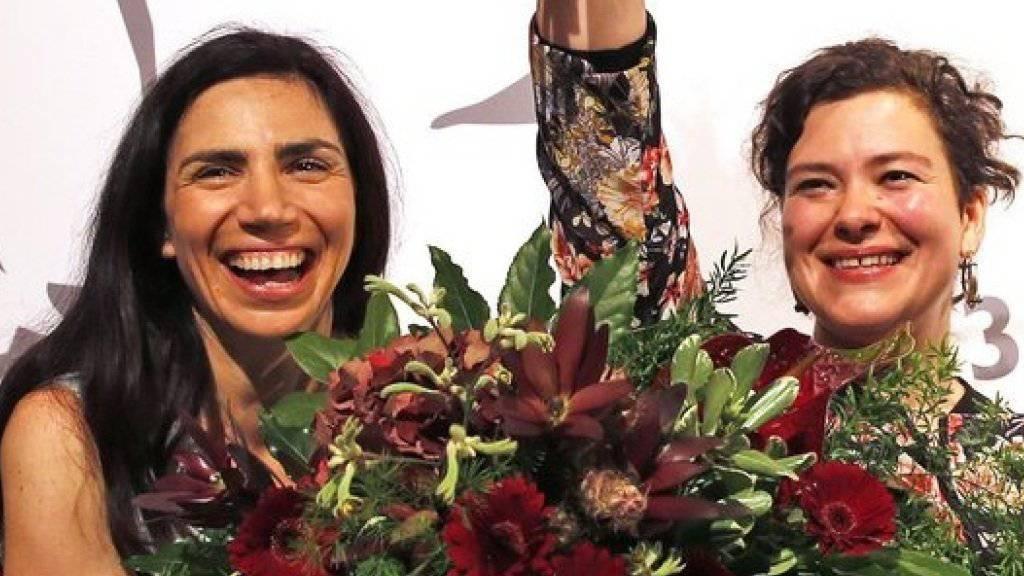 Dana Grigorcea (l) und Nora Gomringer (r), die beide in Klagenfurt Preise erhielten, sind zwei von mehreren buchstäblich ausgezeichneten Schreibenden, die zu den Solothurner Literaturtagen geladen wurden (Archiv).