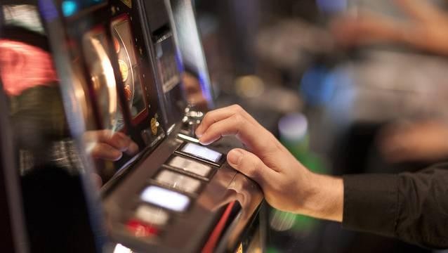 Am Spielautomaten war dem männlichen Gast das Glück hold. (Symbolbild)