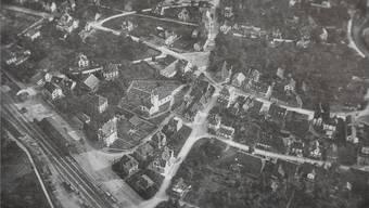 Einst ein Bauerndorf, war Dietikon bis 1920 zu einem kleinen Industrieort geworden, der 562 Wohnhäuser zählte.
