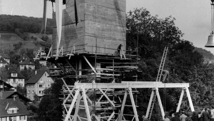 Die schweren Glocken wurden in den Rohbau des Kirchturms gehoben.ZVG