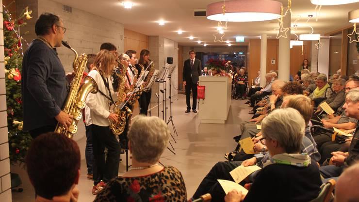 An der Weihnachtsfeier wurde auch musiziert und gesungen.