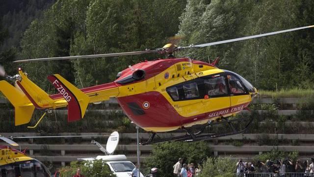 Ein Rettungshelikopter in der Nähe von Chamonix