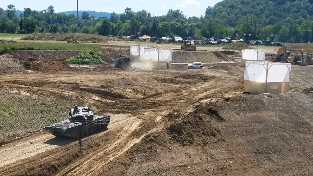 Keine Oldtimer und keine echte Munition: Die Schweizer Armee präsentiert ihre Panzer