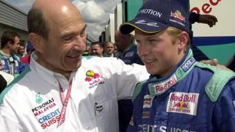 """Patron Peter Sauber hatte Räikkönen """"aus dem Bauch heraus"""" verpflichtet, obwohl dieser zuvor erst 14 Rennen in der Renault-Serie bestritten hatte und nur dank einer Spezialbewilligung die Superlizenz erhielt"""