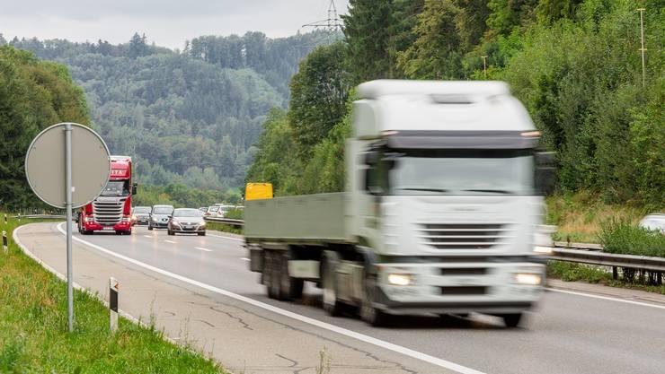 Die Autobahn A1 bei Suhr nahe Gränichen.