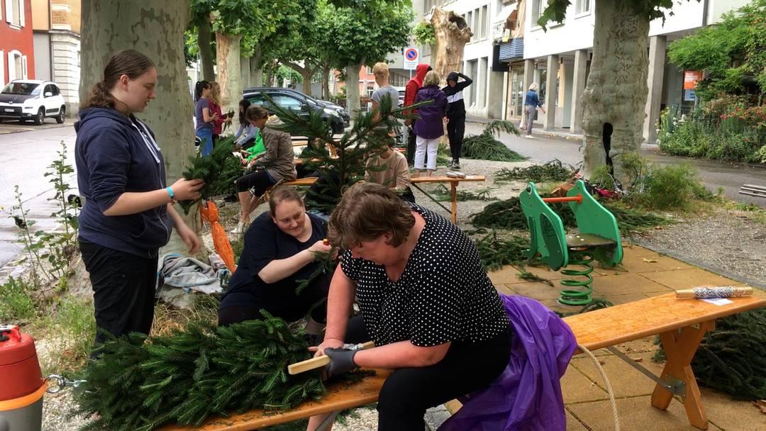 Brugg: Rund 40 Freiwillige kränzen für den «Jugendfest(t)raum»