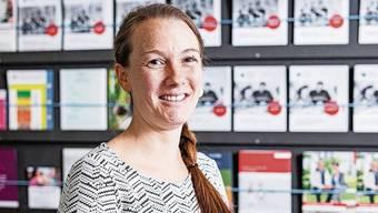 Sarah Groth arbeitet seit Juni im neuen KRSD-Büro in Kleindöttingen. Männerriege mit Falkner und Adlerweibchen auf Sureis.