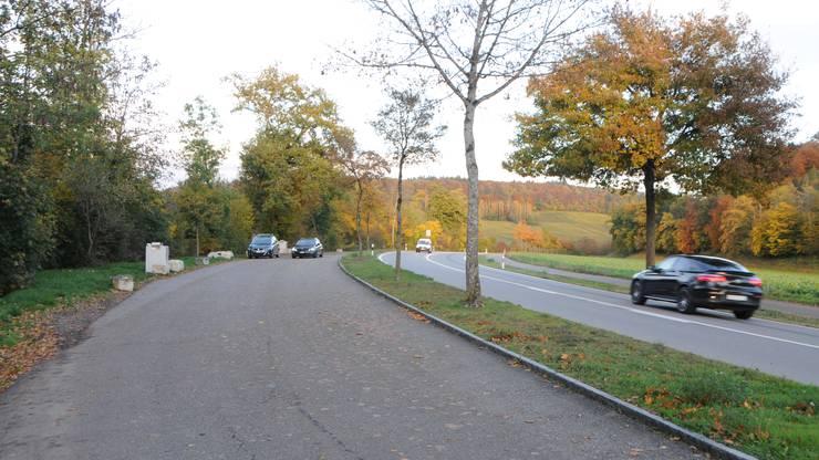 Der Parkplatz in Fisibach - an der Hauptstrasse zwischen Kaiserstuhl und Rümikon.