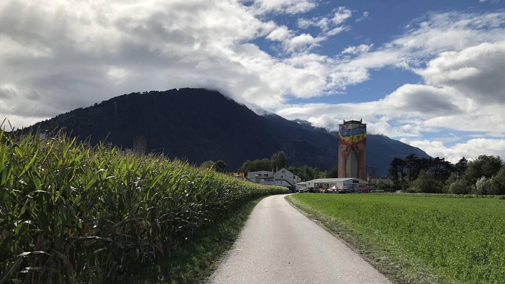 Farbenfroh: So sieht der Churer Mühleturm neu aus