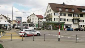 Beim «Böhlerknoten» ist die WSB (heute AVA) noch eine Strassenbahn. Entsprechend gross ist das Konfliktpotenzial.