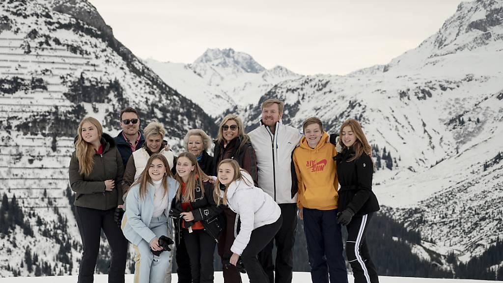 Niederländische Königsfamilie startet gut gelaunt in den Skiurlaub
