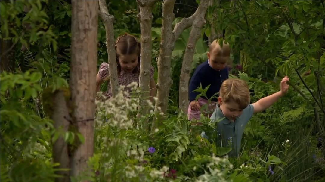 «Geht raus und spielt!» – Mini-Royals erkunden paradiesischen Garten
