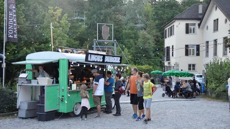 Die Qual der Wahl: Bei diesem Foodtruck verköstigten sich die Besucher mit einem Angussteakburger