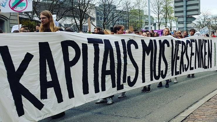 Klimademo in Zürich. Kapitalismuskritik mischt sich in die Klimadiskussion.