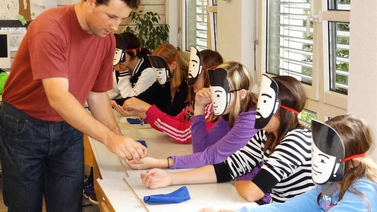 Oberstufenschüler in Kaisten lernen spielerisch zum Thema nachhaltige Nutzung von Ressourcen. chr