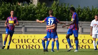 Die Spieler des FC Chiasso freuen sich nach dem 2:0