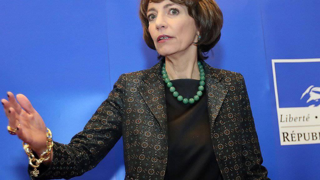 Frankreichs Gesundheitsministerin Marisol Touraine will klinische Tests nicht stoppen. (Archiv)