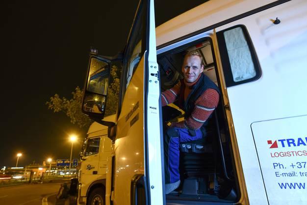 Sergeiverbringt jeweils zwei Monate am Stück in seinem Lastwagen.