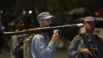 Afghanische Sicherheitskräfte auf dem Campus der American University of Afghanistan in Kabul.