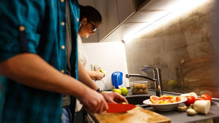 Die Wegbegleiter unterstützen Menschen in allen Lebenslagen – bei Bedarf auch in der Küche.