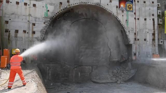 Durchstich des Sanierungstunnels Belchen auf der A2