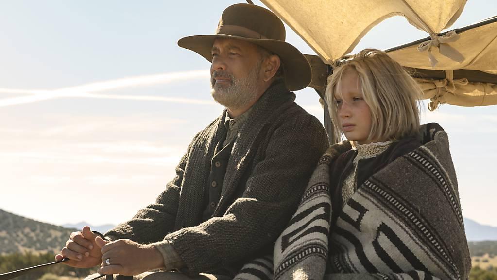 Tom Hanks als Captain Jefferson Kyle Kidd und Helena Zengel als Johanna Leonberger in einer Szene aus «Neues aus der Welt».