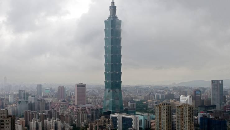Das Hochhaus Taipei 101 in Taipeh. Wegen eines Erdbebens wackelten in Taiwans Hauptstadt Gebäude. (Archivbild)