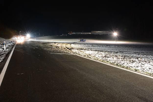 Schwerer Selbstunfall in Tecknau: Die gesamte Unfallstelle erstreckte sich über eine Länge von zirka 150 Metern.
