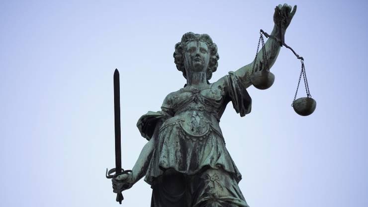 Justitia, die römische Göttin der Gerechtigkeit und des Rechtswesens