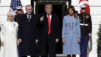 """""""Familienfoto"""" vor dem Weissen Haus. Von links: Emine und Recep Tayyip Erdogan, Donald und Melania Trump."""