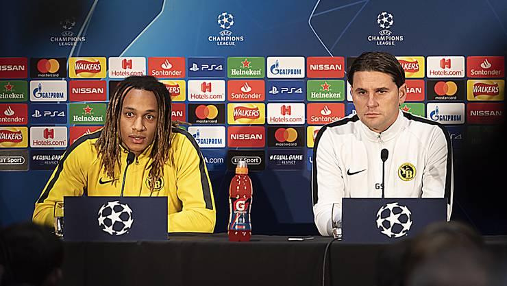 Trainer Gerardo Seoane (rechts) und Kevin Mbabu am Montag anlässlich der Pressekonferenz der Young Boys vor der Partie gegen Manchester United