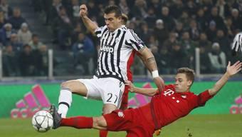 Beim 2:2 gedankenschneller als Bayern Münchens Joshua Kimmich: Juventus' Stefano Sturaro