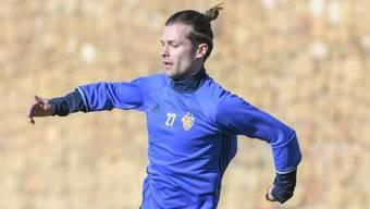 Im ersten Training musste er sich noch mit der 27 zufrieden geben - zu Hause wird Valentin Stocker dann aber seine Nummer 14 zurück bekommen.