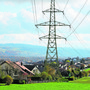 Direkt am Dorfrand von Niederwil verläuft seit Jahrzehnten eine Hochspannungsleitung, ob sie künftig in den Boden verlegt wird, ist noch offen.
