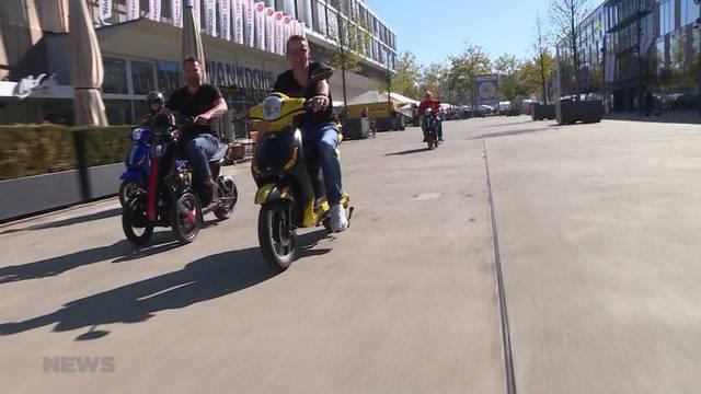 Roller fahren ohne Helm und Führerschein