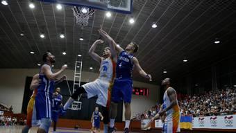 A. J. Hess (Mitte) spielt für die Starwings – und die armenische Nationalmannschaft.