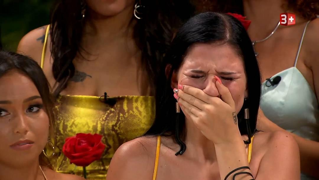 Auch die zweite Aargauerin unter den «Bachelor»-Kandidatinnen, Jovana, 20, Make-up-Artistin aus Buchs, hat in der ersten Episode eine Rose bekommen. Allerdings musste sie bitterlich weinen.