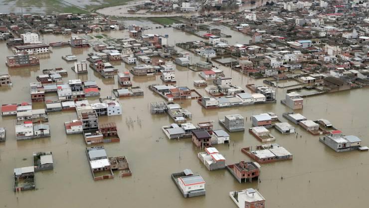 Mindestens 30 Tote und 240 Verletzte: Das ist die vorläufige Bilanz der verheerenden Überschwemmungen im Iran.