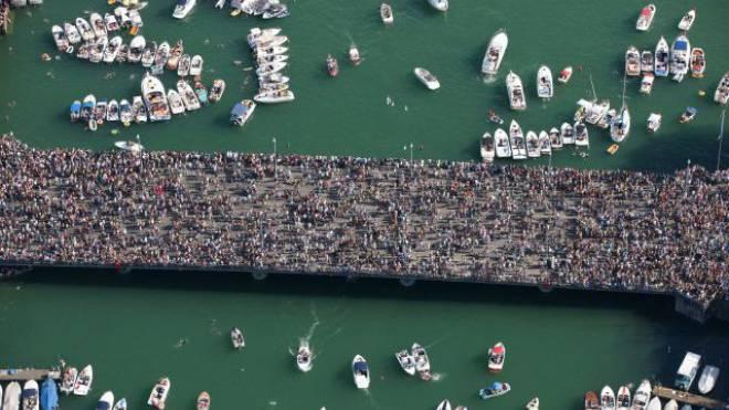 Dichtestress – in dieser Form aber nur an einem Tag im Jahr: Menschenmasse an der Street Parade in Zürich. Foto: Keystone