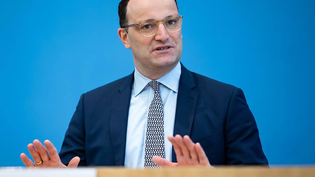 Jens Spahn (CDU), Bundesgesundheitsminister, äußert sich in der Bundespressekonferenz zur aktuellen Corona-Lage. Foto: Bernd von Jutrczenka/dpa