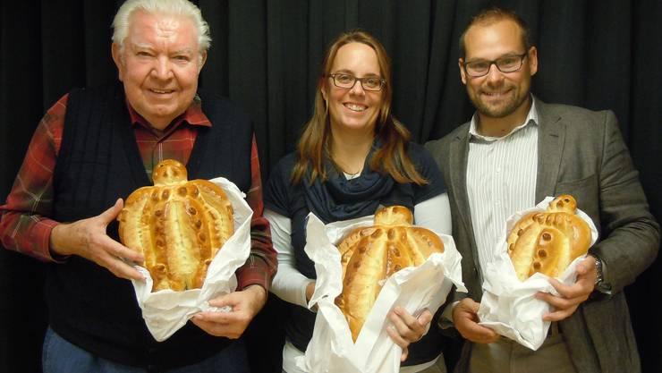 Die drei Erstplatzierten des FDP-Bänzenjasses: Siegerin Christin Dummermuth, links Walter Knörr und rechts Isaak Meyer.